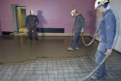 Вирівнювання підлоги самовирівнюється сумішшю: підбір складу і виконання робіт