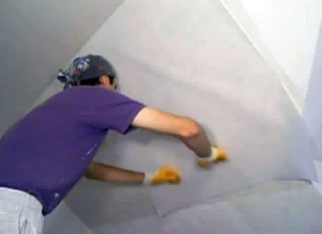 Павутинка для стелі, як клеїти її правильно?