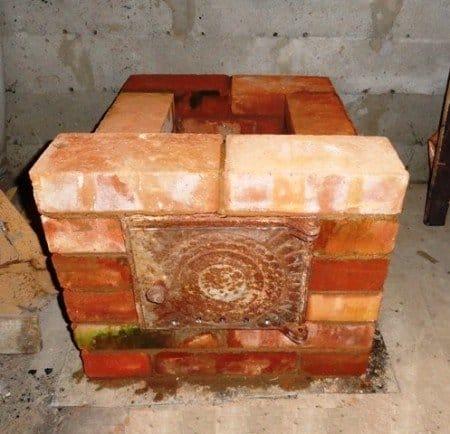 Печь из кирпича для гаража на дровах
