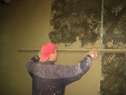 Как штукатурить стены снаружи своими руками 48