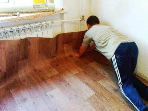 Постелить линолеум на деревянный пол 5