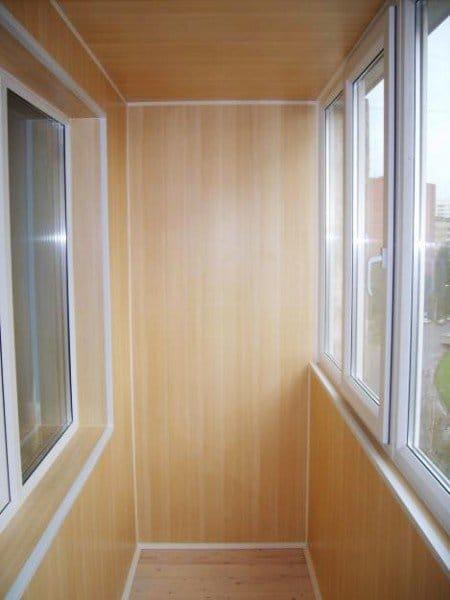 Ремонт балконов пластиком