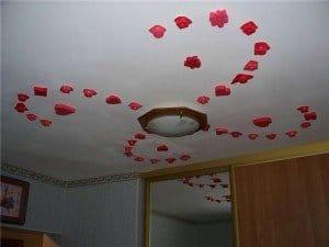Декор потолка своими руками (38 фото обоями, тканью, и другие)