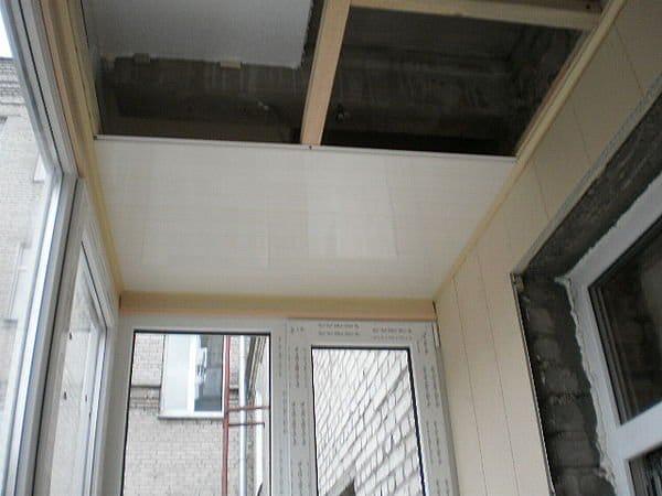 Потолок из пластика на балконе своими руками 54