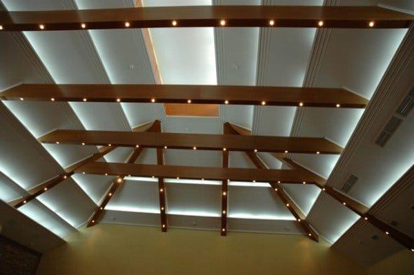 Как сделать декоративный потолок из дерева