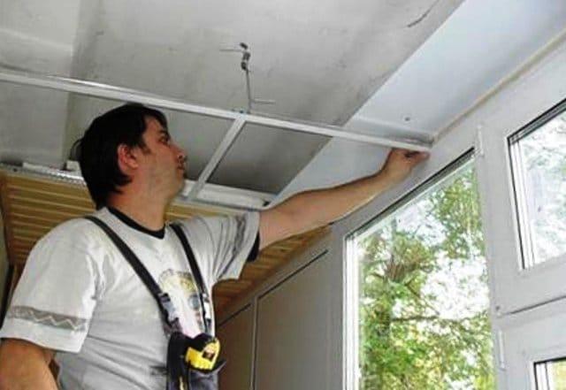 Утепление балкона с помощью подвесных потолков. подвесные по.