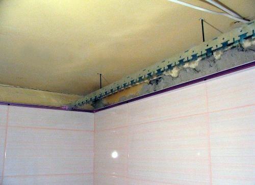 Подвесной потолок в ванну своими руками 43