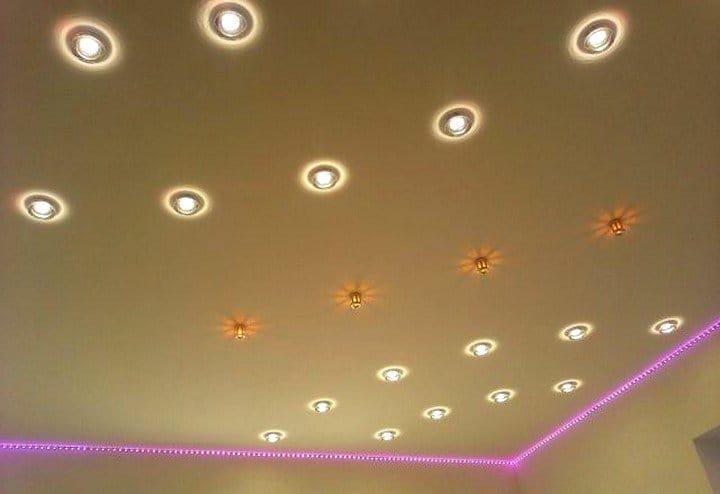 Подписанные Прошедшие как разместить светильники на потолке натяжном нас