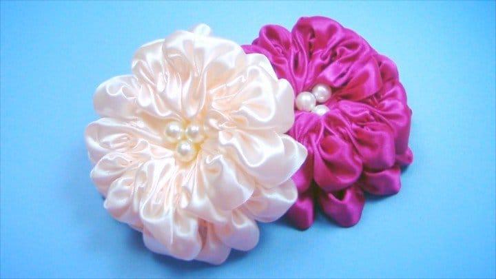 Необычные цветы из атласных лент