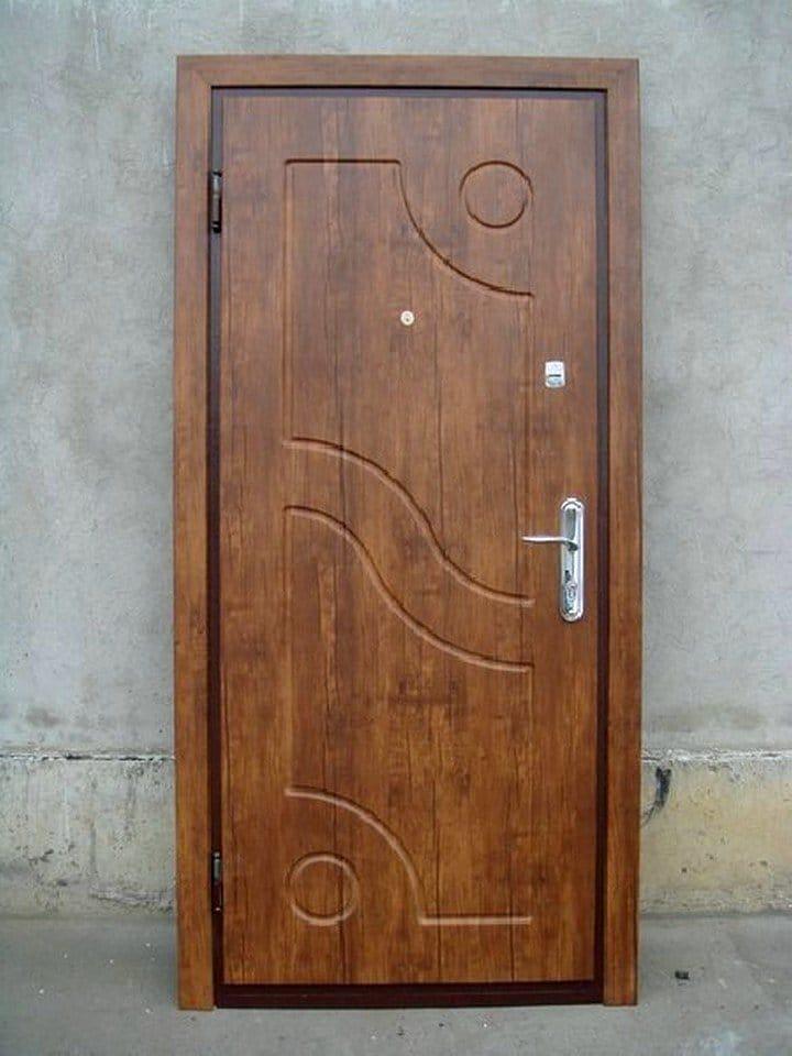 сделают дверь дороже, а обычная покраска, но при выборе тамбурной двери эко