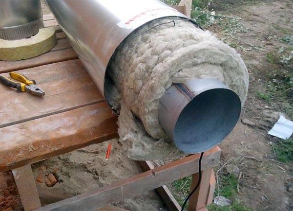 Чем утеплить трубу дымохода металлическую. Методы изоляции