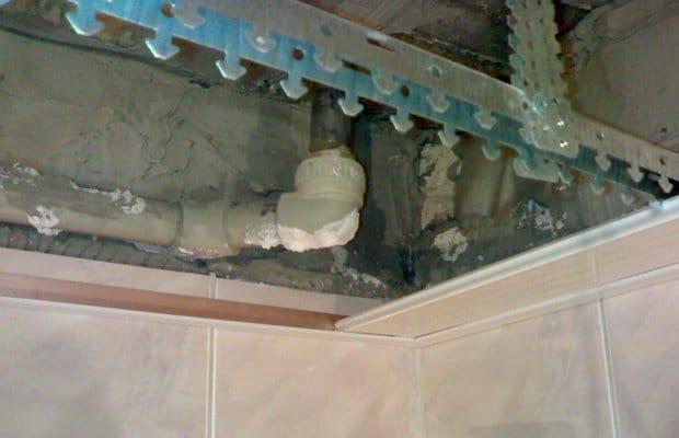 Подвесной потолок в ванну своими руками 33