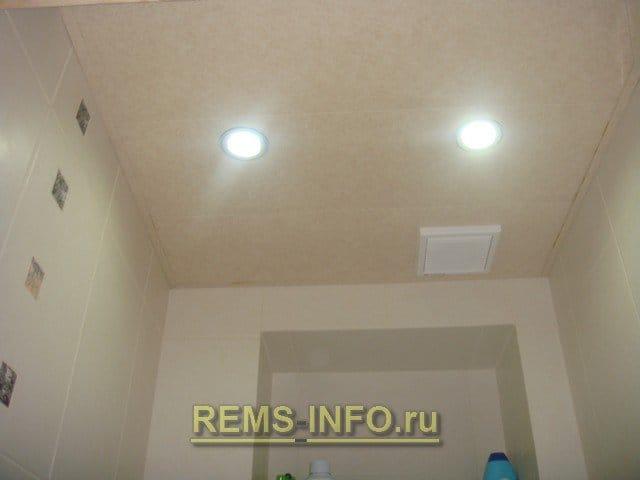 Потолок из панелей в туалете своими руками