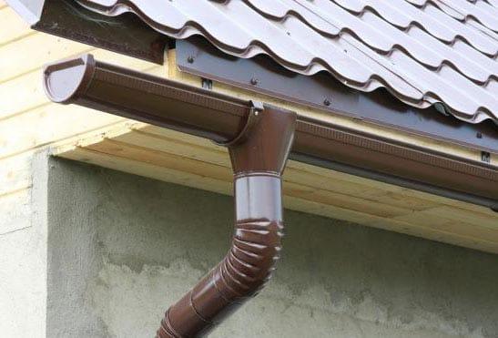 Как сделать на крыше дома слив для