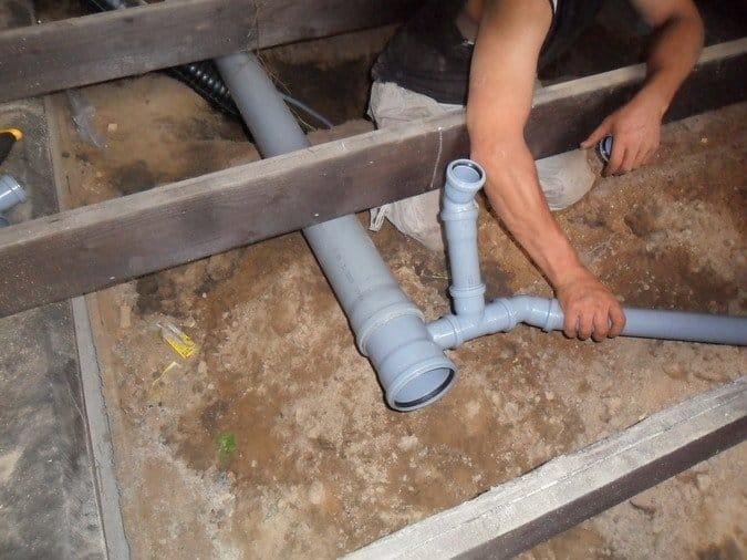 Прокладка канализация в частном доме своими руками 261