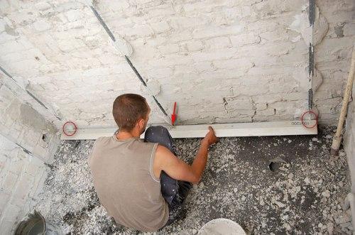 Выравнивание стены штукатуркой своими руками 85