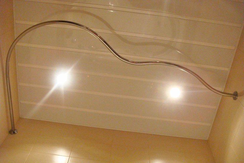 Штанга для штори на ванну – види і поради по установці