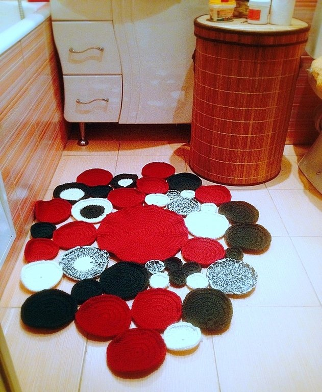 Вязание ковриков в ванну