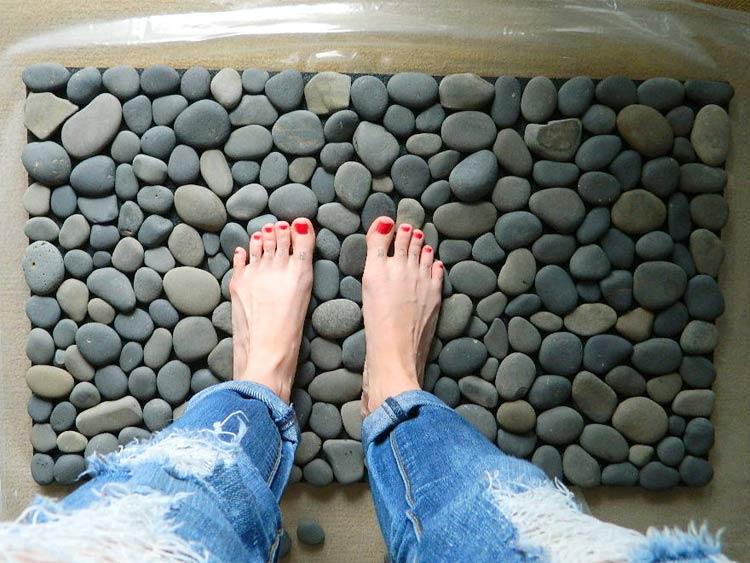 Килимок для ванної своїми руками – фантазуємо і не ковзаємо!
