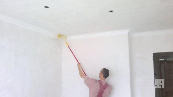 Побелить потолок в комнате своими руками
