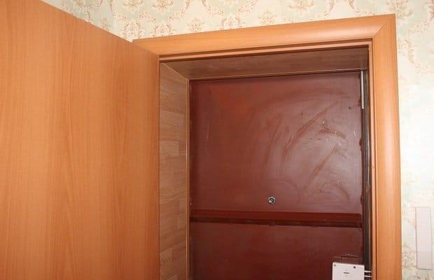Как облагородить старую входную дверь своими руками 56
