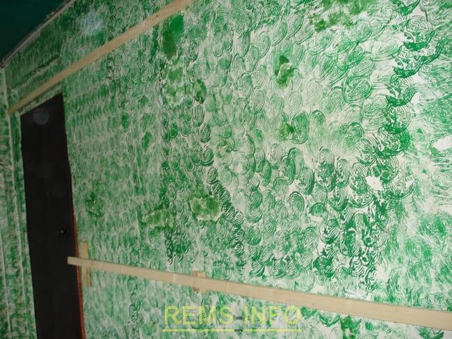 Внутрішнє оздоблення стін пластиковими панелями з утепленням