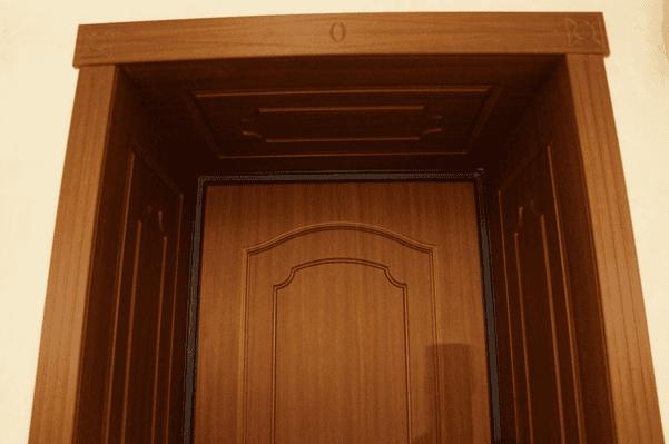 Добори на міжкімнатні двері – вибір і 3 варіанти монтажу