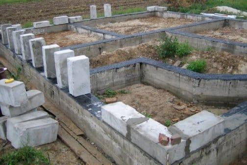 Стрічковий фундамент під будинок з газобетону своїми руками детальна інформація, корисні поради, відео поради