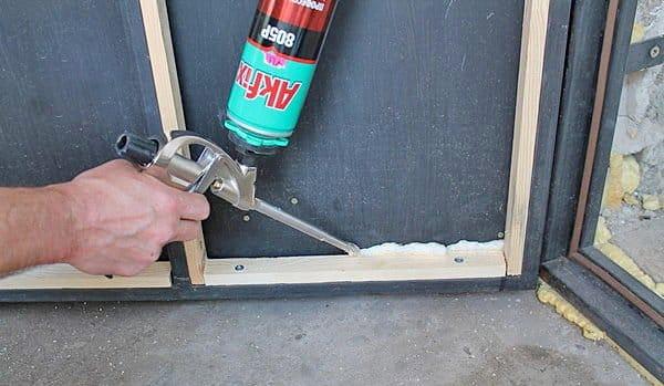 Чем утеплить деревянную дверь в частном доме своими руками 81
