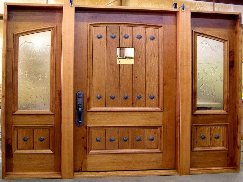 Вхідні двері в приватний будинок