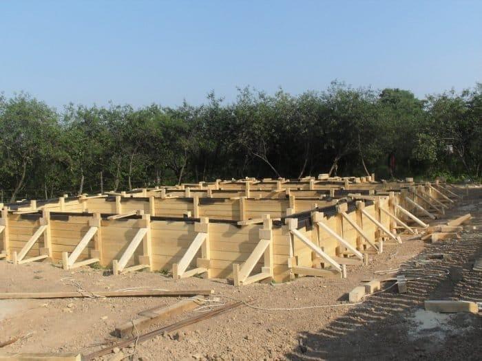 Види опалубки для стрічкового фундаменту та особливості її монтажу
