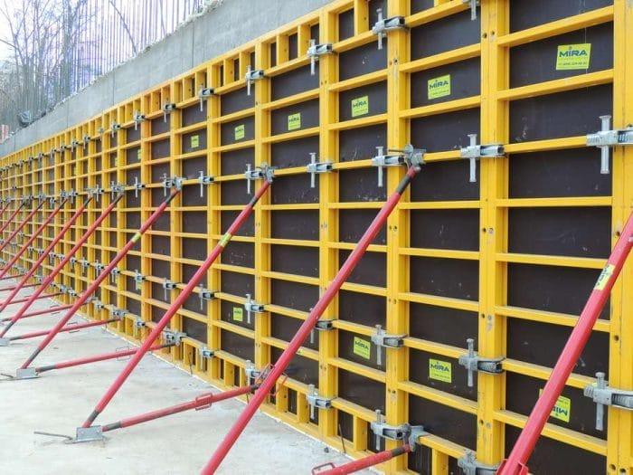 Вибір матеріалів для стіновий опалубки і особливості монтажу конструкції