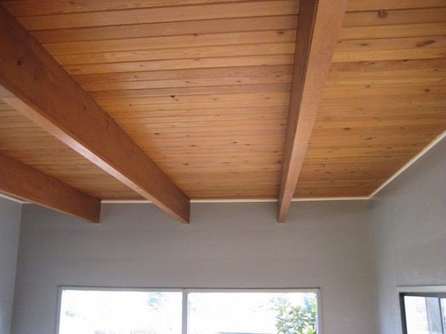 Як правильно оформити стелі в дерев'яних будинках