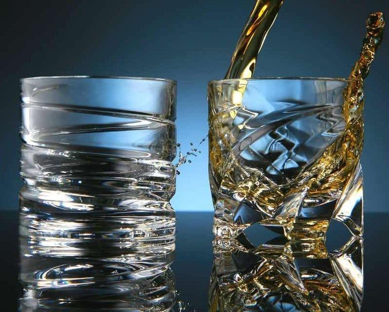 Крутиться бокали для віскі Штокс: які бувають обертаються склянки Shtox