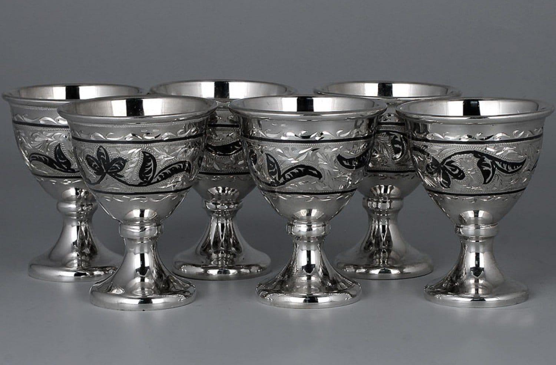Срібні чарки і стопки: особливості, корисні властивості, різновиди за обсягом, бренди