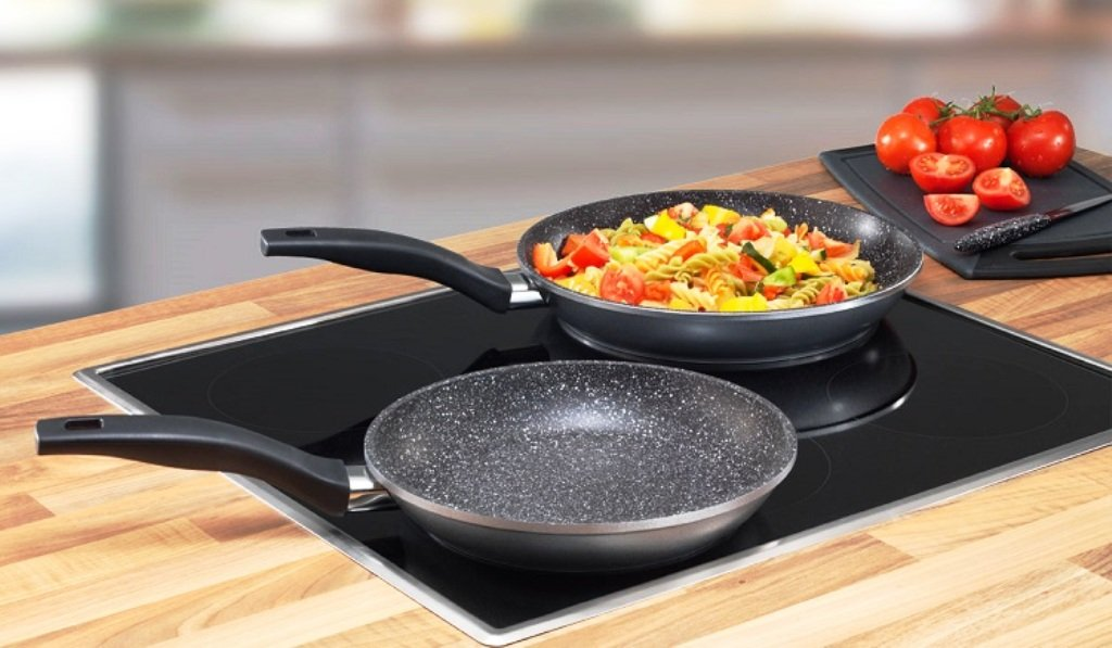 Сковорода фірми Кукмара: сковорідка млинцева і гриль, кукморские сковорідки-вок, чавунні та алюмінієві млинниці з антипригарним покриттям
